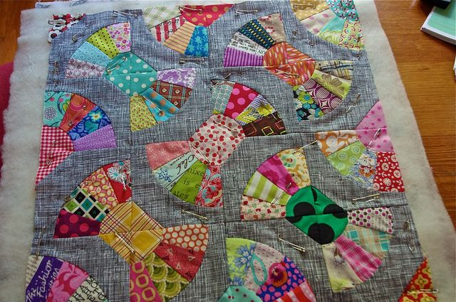 lululollylegs: Bows Ties, Minis Quilts, Giant Bows, Hair Bows, Flqs Progress, Bowties Quilts, Lolly Quilts, Girly Quilts, Bows Quilts