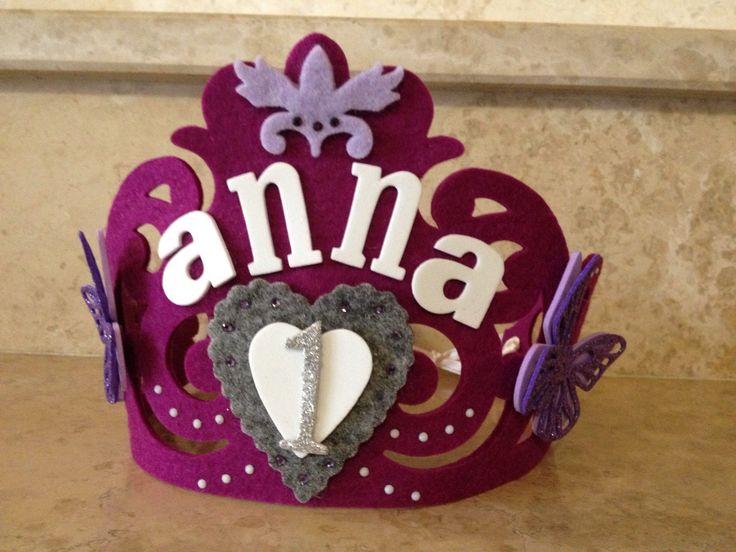 Corona per bambina con nome e decori feltro e gomma Eva . Pagina Facebook Non solo feltro