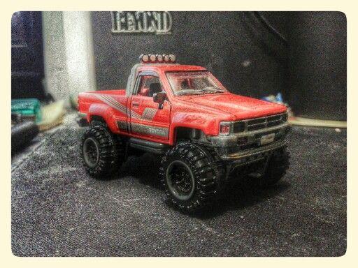 Hotwheels - Toyota Hilux '87 (Customized)
