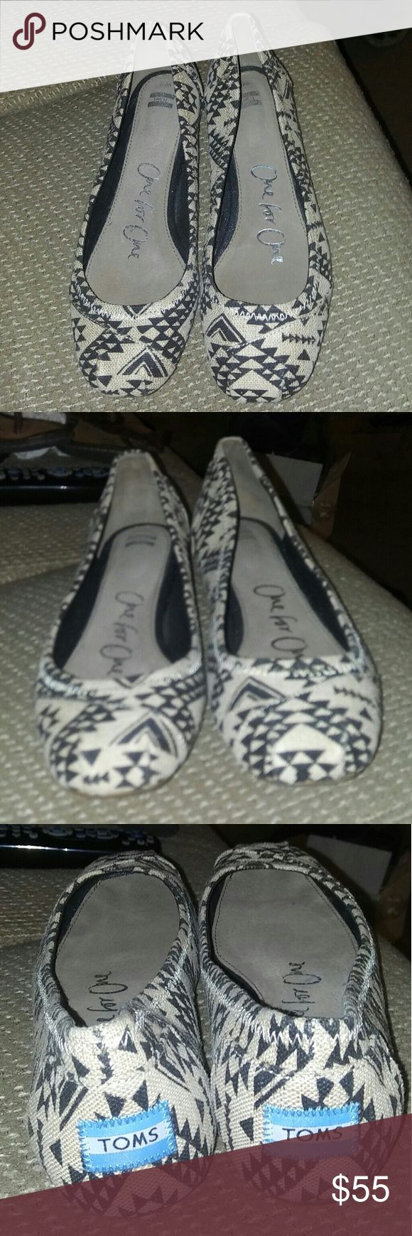 Toms Tribal Black / Cream Ballet Flat. Sz 9 Excellent like New condition. Worn once. Too long on me. I need a smaller size. No signs of wear. No sole wear. No insole wear. No scuffing. TOMS Shoes Flats & Loafers