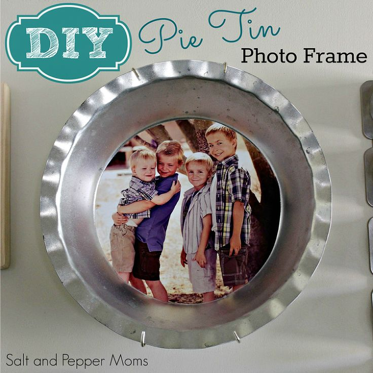 DIY Pie Tin Photo Frame - Awhile back I saw the cutest idea on Pinterest to use pie tins as photo frames. I clicked on the link, but it was simply an inspiratio…