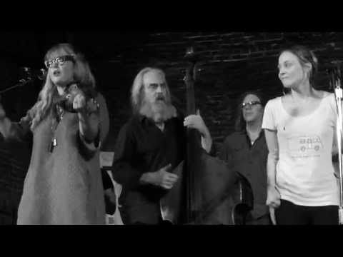"""Fiona Apple & Watkins Family Hour: """"When I Get Low I Get High"""" 7.23.2015 (Newport) - YouTube"""