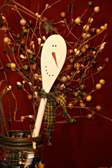 Adorable wooden spoon snowmen. Would be adorable in vase in the kitchen