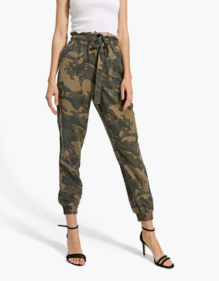 212a494595f8c2 Flowing camouflage baggy trousers - Trousers | Stradivarius United Kingdom