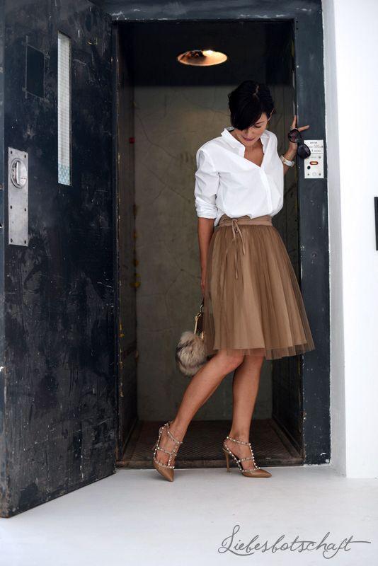 Liebesbotschaft: Interne Aufzugsregeln und Tüllrock-Outfit.
