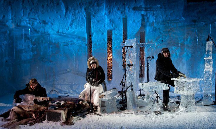 Batizado de Ice Music, o gênero é formado por uma banda que toca unicamente instrumentos feitos de gelo. As peças, extremamente delicadas, são construídas pelo artista Tim Linhart.