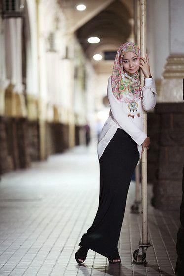 street-hijab-fashion:  I'm A Pole (by Stila Saturday)