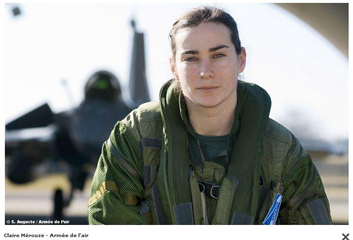 2012-2013 : La capitaine Claire Mérouze, première femme pilote de chasse sur Rafale dans l'armée française, après six ans de formation. Clic 2X pour la suite.
