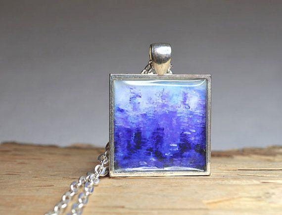 Este hermoso colgante de la resina arte abstracto es hecho a mano de una de mis pinturas abstractas originales titulados Código azul, entonces la