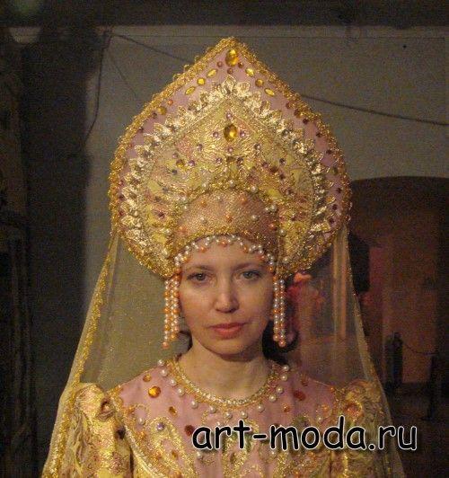 Русский национальный костюм родился  в 12-13 веках,  и до 18 века его носили  почти все слои русского общества  - цари и бояре, купцы, р...