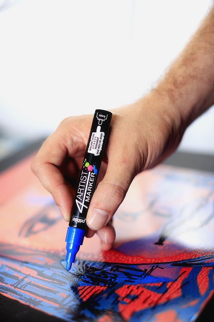 4Artist Marker öljypohjaiset tussit ovat elementissään erilaisissa mixed media -töissä. Voit viimeistellä niillä musteilla ja akryyli- tai öljyväreillä tehdyt työt. Käytä kankaaseen, paperiin, pahviin, puuhun, metalliin, muoviin, lasiin, keramiikkaan, posliiniin, kipsiin… #4Artist #marker #painting #mixedmedia #art