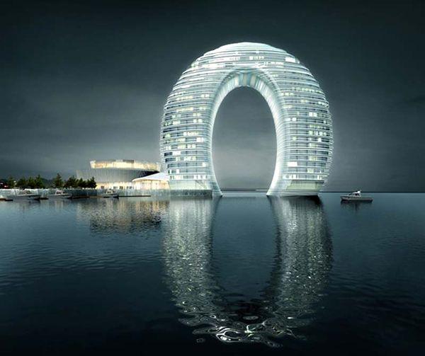 Çin'de yapımına başlanacak olan Sheraton Otelleri zincirine eklenecek otel konsept olarak at nalına benzemektedir.    100 metre yükseliğinde inşaa edilecek olan Resort otel projesinde 40 suit oda, 37 villa daire, toplamda 321 odadan oluşacaktır