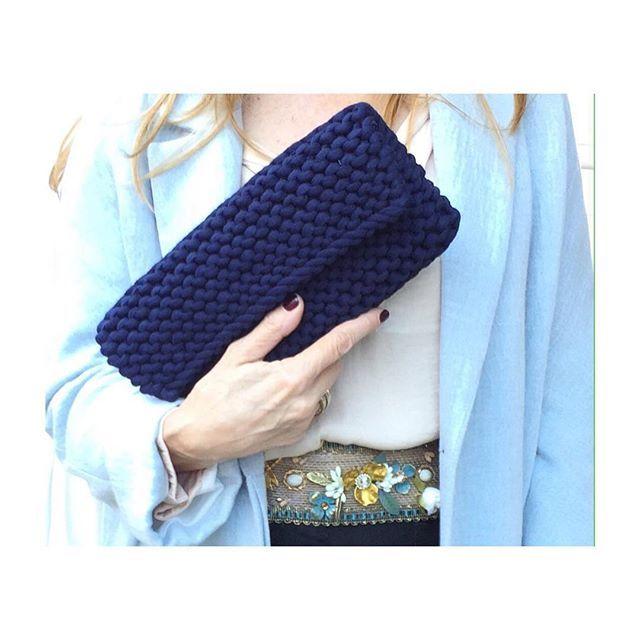 Empezamos la semana llenas de energía. #felizlunes #happymonday #handbags #bolsodemano #cinturon #belt #flowerslovers #handmade #tshirtyarn #knit #desing #bolsodetrapillo #crochet #lainvitadaperfecta #bolsodefiesta #accesorios #moda #hechoamano #bag #partybags #clutch #carterademano #preservedflowers #tribeca #tribecahandmade #london #madrid #shop