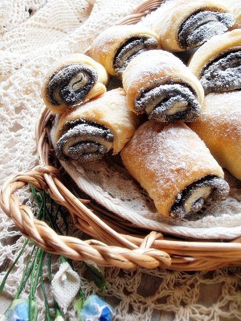 """A mákos süteményeknek egyszerűen nem tudok ellen állni...Olyan vagyok mint a nagyim, """"Dodi mama"""" régen élt fekete puli kutyája, ..."""