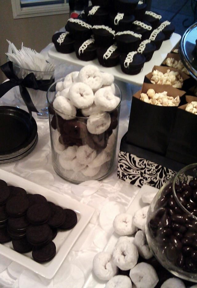 black and white dessert table @Sophia Thomas Kassim omg we need to do this and have a party!!!!!