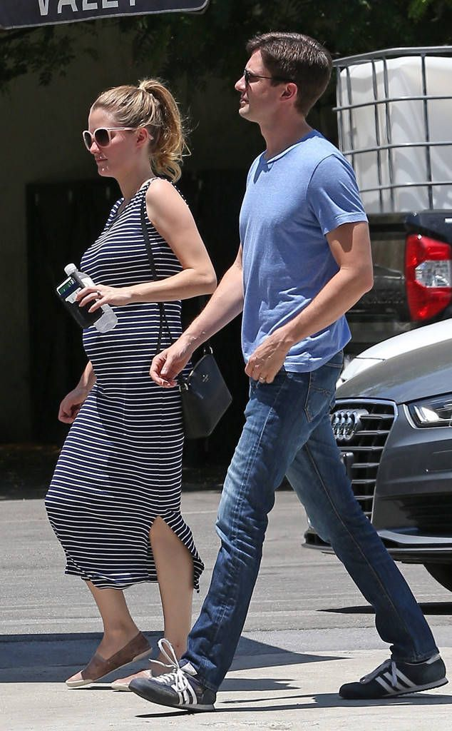 Topher Grace and Wife Ashley Hinshaw Expecting Their First Child #Paparazzi #ashley #expecting #first #grace