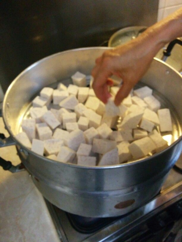 Once the steamer is boiling, evenly distributed the taro into the steamer