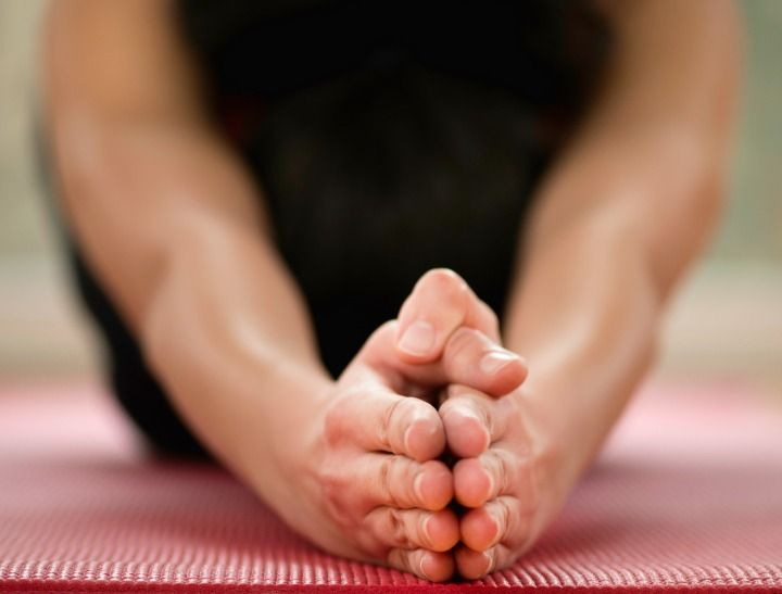 How-to-Guide: An easy yoga workout to stop you feeling sluggish in the morning.