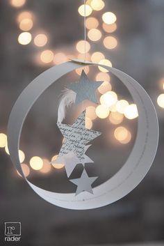 Papierstreifen   mittig Angelsehne und kleine Sterne befestigen   DIY   Weihnachten