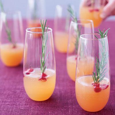 Cocktail de champanhe e framboesa com sumo de pera