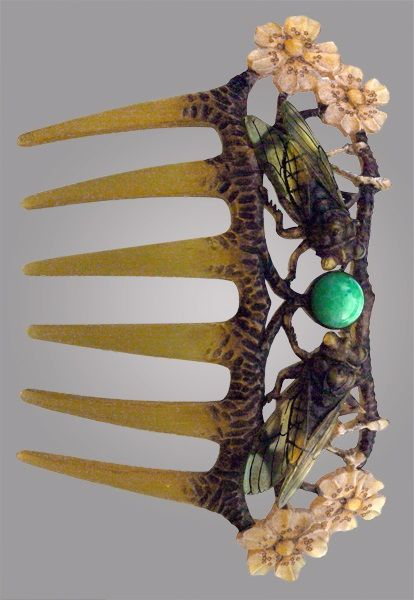 An Art Nouveau engraved horn comb, Mme. ELIZABETH BONTE attrib., French, c.1900, fitted Case | JV