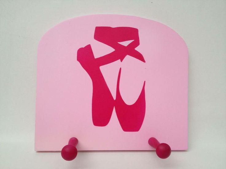 Ballet slipper hanger for dancers