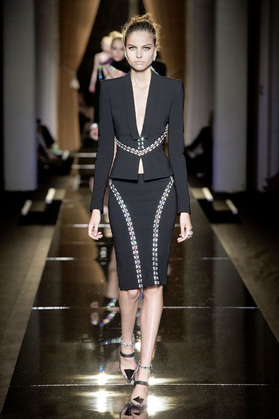 Atelier Versace - Autumn Winter 2013/14 STYLED TO HAVE SOMEONE TURN AROUND