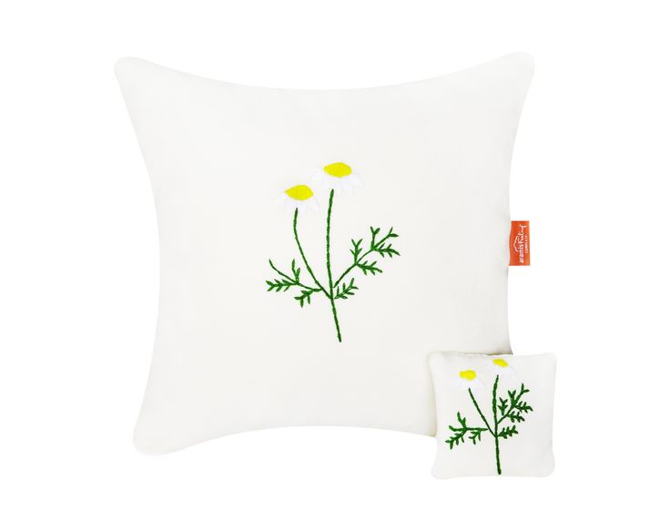 Pillow and sachet with chamomile - hand embroidery and natural plant inside #pillow #sachet #nature #chamomile #calm #relaxing #sleep #handembroidery #perfect #gift