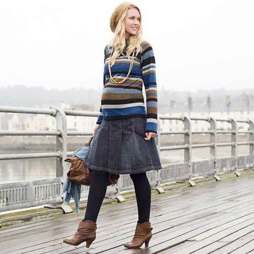 Krátká skládaná, zvonová těhotenská sukně Široký žerzejový pás kolem bříška Prát na 30°C, pokud není vyznačeno jinak Délka 58cm Látka 67% Bavlna, 31% Polyester, 2% Elastan