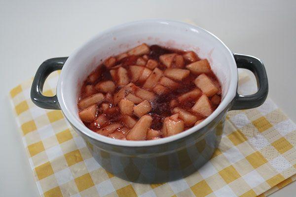 lekker voor op de pannenkoek! Receptje voor warme appel met aardbeienjam!