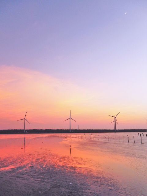 台湾のウユニ塩湖?!一度見たら忘れられない「高美湿地」の鏡張りの絶景! | 台湾 | Travel.jp[たびねす]