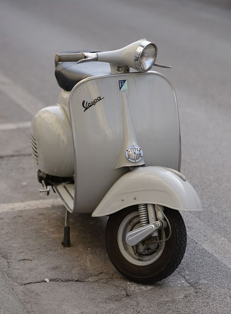 Vespa love (iainclaridge.net)