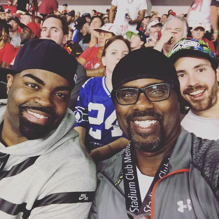 Damn we were photobombed by a Seahawks fan at Sunday's Tampa Bay Bucs game! Lol!!! #tampabaybucs #photobombed  #cousins #family