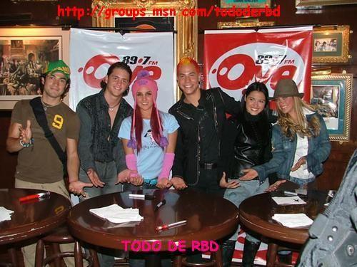 RBD na rádio Oye FM 89.7 (xx.xx.05) - 002 - RBD Fotos Rebelde   Maite Perroni, Alfonso Herrera, Christian Chávez, Anahí, Christopher Uckermann e Dulce Maria