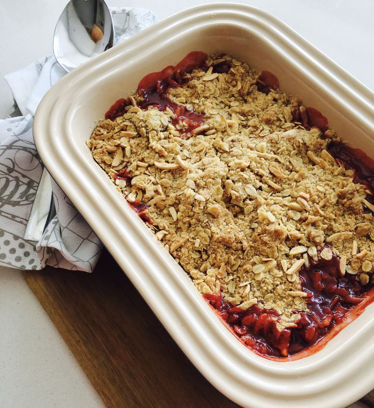I first came across this recipeby Giada De Laurentiis for peach and strawberry crumble a few years ago when I was travelling in Canada. My husband and I had done the whole planes, trains and auto…