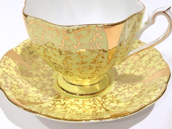 D'oro giallo Queen Anne tè tazza e piattino di AprilsLuxuries