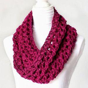 Chunky Crochet Cowl - http://www.hopefulhoney.com/2013/10/basic-chunky-cowl-crochet-pattern.html