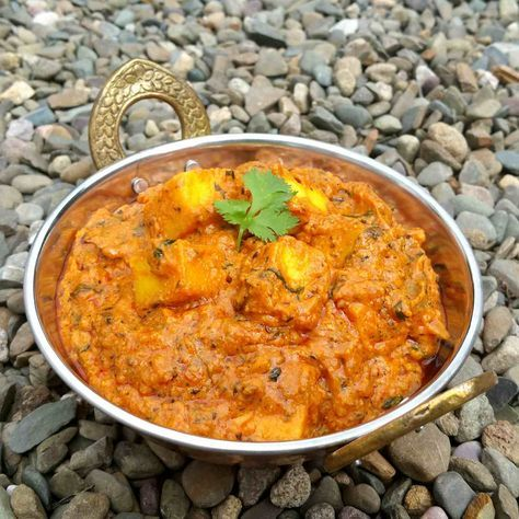 The weather is just perfect for some hot Dhaba Style Paneer Butter Masala with jeera rice and tandoori roti. Serve this hot for a delicious lunch or dinner. #FestivalRecipesContest in association with Preethi's Kitchen Appliances http://ift.tt/2k4Jfa5 #EverydayCooking #Recipes