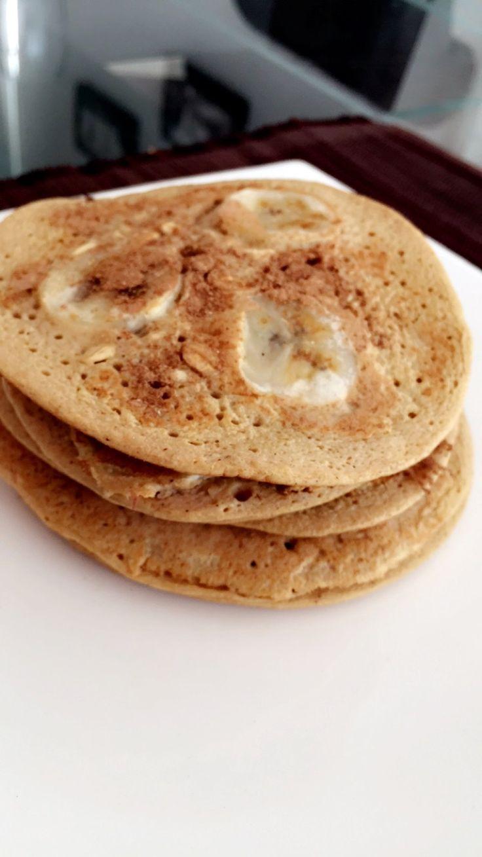Pancakes House: Desayuno saludable que recargara de energía tu cuerpo manteniendo activo durante la mayor parte del día sin necesidad de estar comiendo por segundos! la cantidad de carboh. varia si eres mujer u hombre. para una mujer: 3 cucharadas de avena molida o en hojuelas es suficiente. 1 huevo entero y 2 a 3 claras para un buen aporte de proteína (forma el músculo), dale sabor con fruta en vez de endulzan, puedes usar banano  1/2 o 1 pequeño. canela (baja azúcar), polvo hornea y listo!