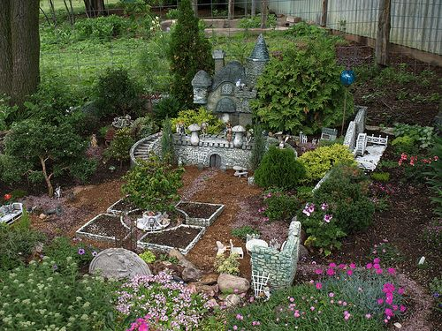 Now this one is definitely a favorite Fairy Garden!!