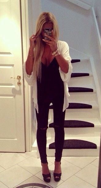 All black everything. With a pop of white. Love this whole outfit.