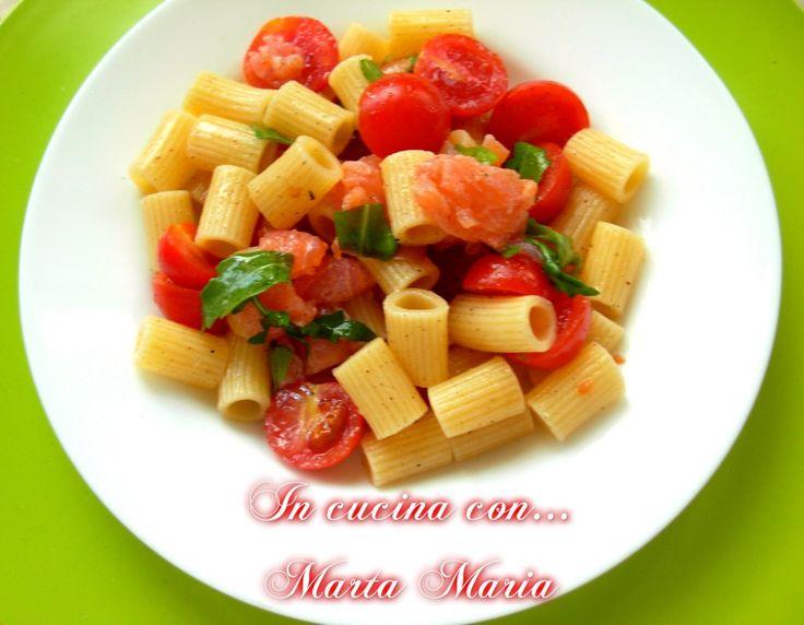 PASTA FREDDA CON SALMONE, POMODORINI E RUCOLA - In Cucina con ...