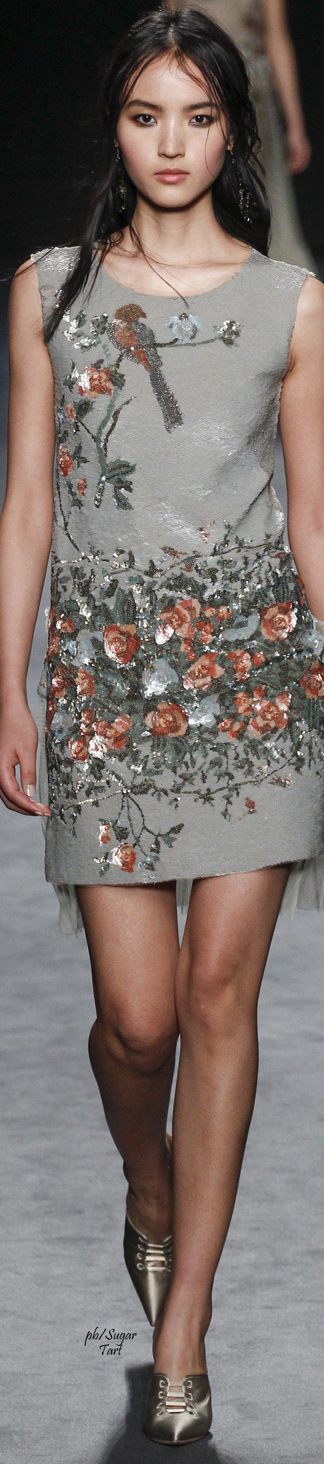 Alberta Ferretti Fall 2016 RTW women fashion outfit clothing style apparel @roressclothes closet ideas