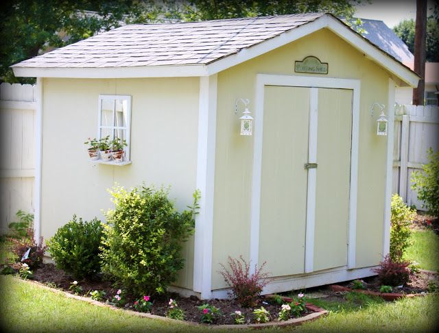 Landscaping around garden shed. Source: http://loveoffamilyandhome.net/2011/06/extreme-makeover-shed-addition.html