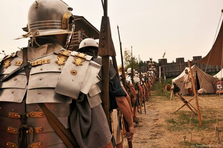Manning the ramparts of the castrvm /obsadzanie vallum obozu. Legio XXI Rapax - Roman army reenactment. Rekonstrukcja rzymskiego legionu. fot. Anna Maria Bielecka