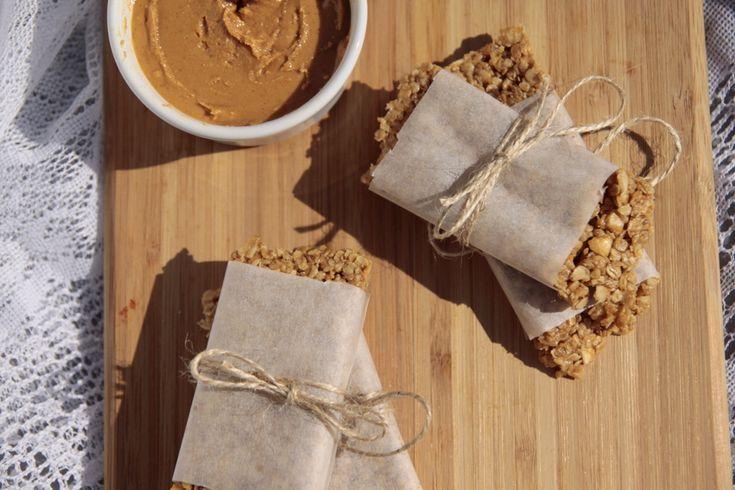 Na cozinha – Barras de aveia e manteiga de amendoim [Alecrim aos Molhos]
