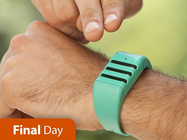 Talk. Tap. Share. Our customizable wristband allows you to save & share spontaneous audio so you never miss a moment.
