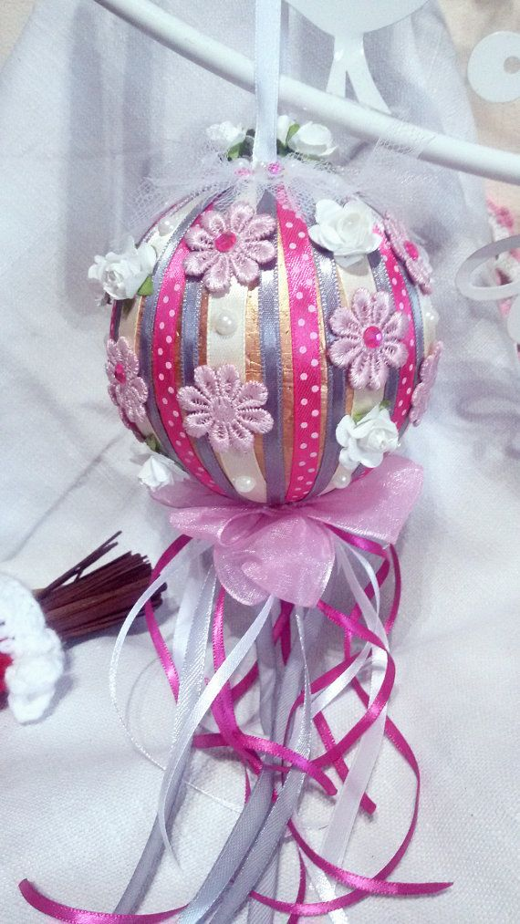 Shabby Chic Christmas globe by Rocreanique