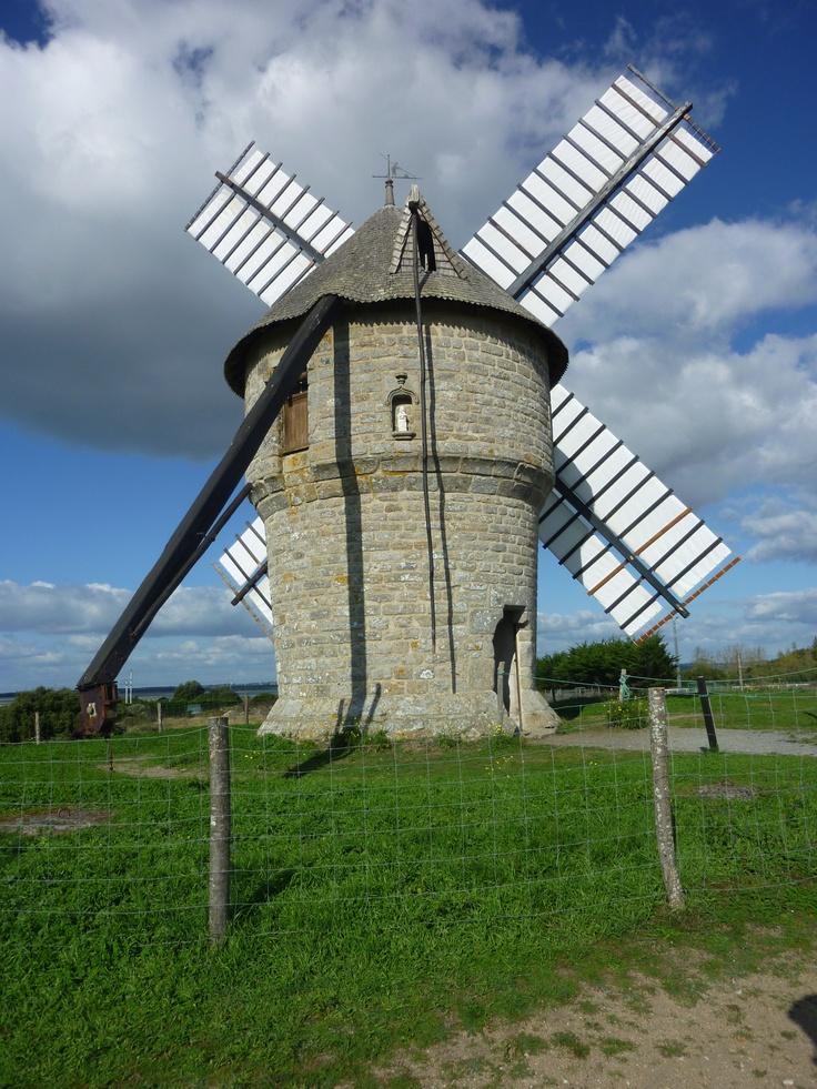 Batz-sur-Mer, moulin à vent du 16è siècle -  Brittany
