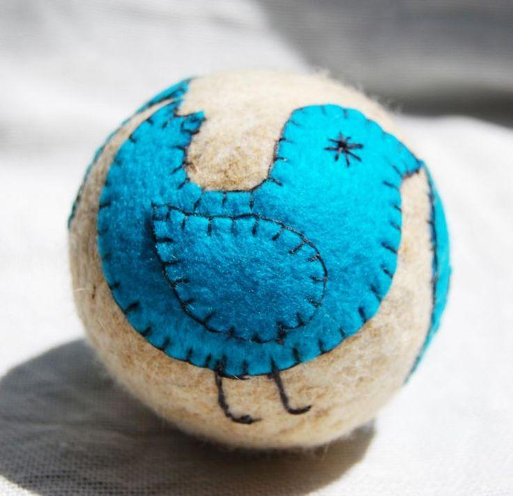 Ball with a bird by http://www.breslo.hu/item/Madarkas-labda_1786#